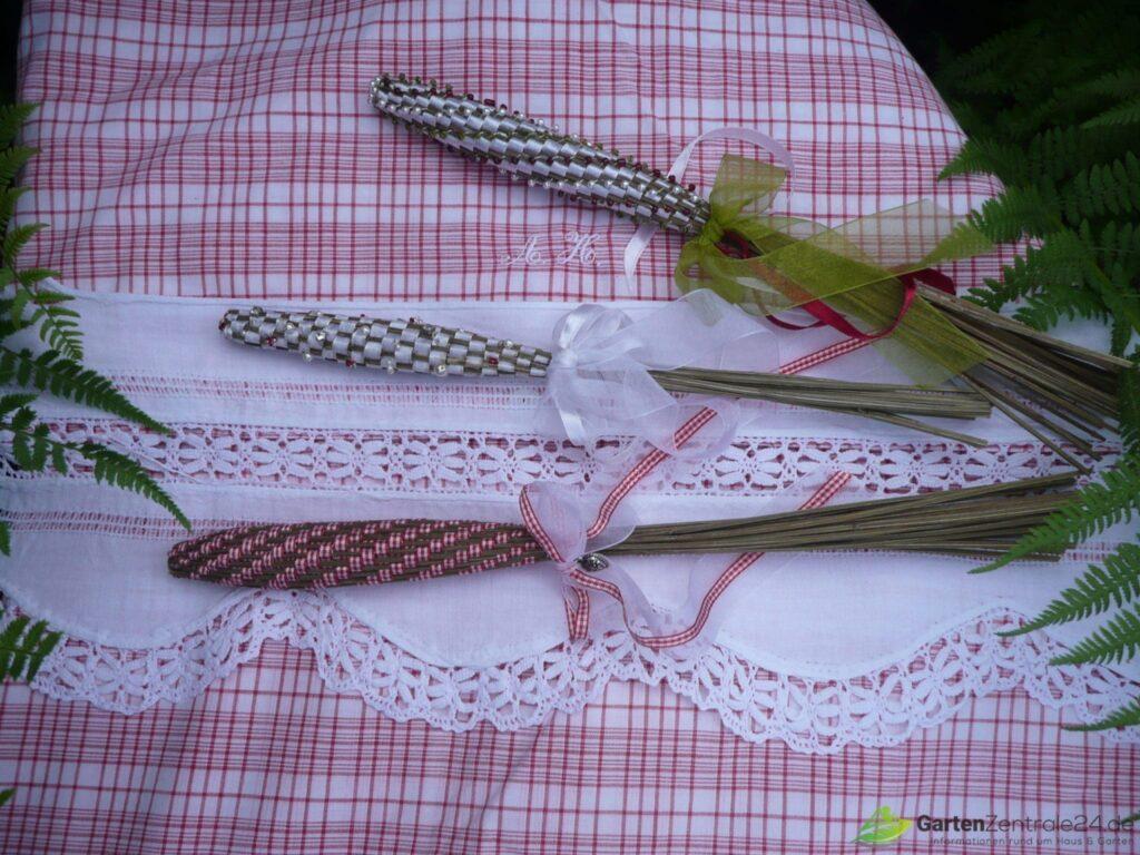 Elegante Lavendelkeulen mit Perlen und Zierrat